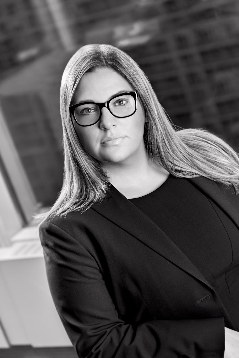 Lisa-Lawyer-Headshot-Portrait-BlackandWhite-Coporate-NicoleAubreyPhotography_3